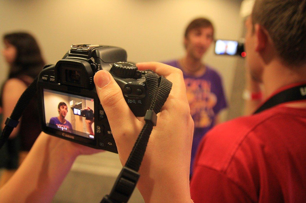 Парни перед видеокамерой, видео фото наши жены стоят раком