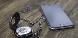 timeless-smartphone-socialmedia
